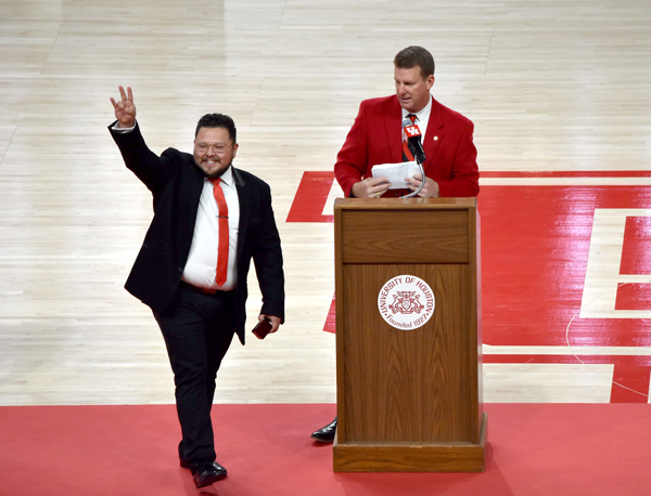 UHAA Associate Vice President, Mike Pede ('89) at 2018 Fall Ring Ceremony