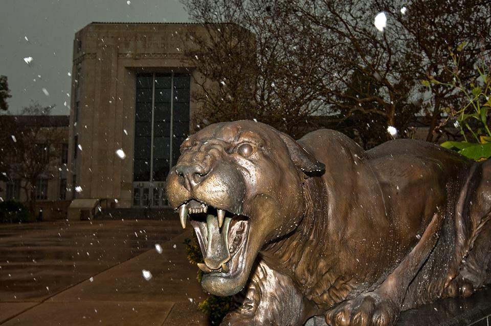 Campus snowfall in 2009 - photo via UH's Facebook page
